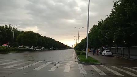 快下雨了,天空真是太漂亮了!