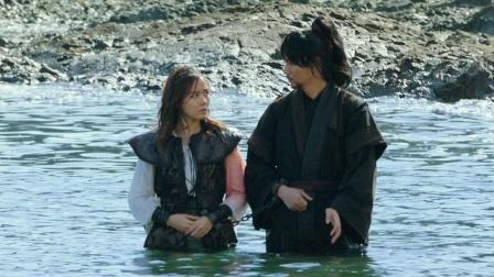 男子和女海盗被困荒岛,手还被铐在一起,原以为有福利哪料悲催了