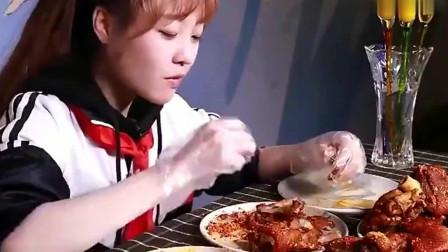 大胃王小姐姐吃烤猪蹄,满满一大桌吃着真痛快