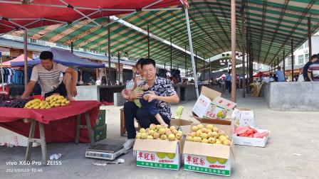 农村小伙投资1000块钱卖黄桃,集市摆摊卖一天,看看是赚是亏