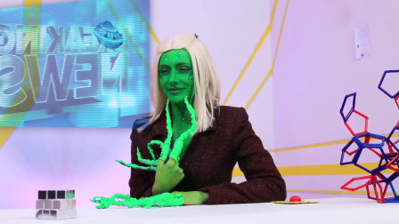 解压玩具被外星人全部夺走后会怎样?老外搞笑小剧场,小姐姐成最大赢家