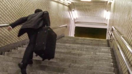 男子在地铁看到亡故多年的亲人,一路追过去,等出站后却傻眼了