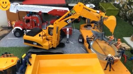 工程车挖掘机把鲨鱼装上翻斗车上 趣味益智玩具