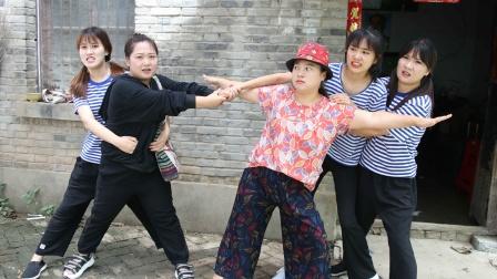 陌生人1:家里来了一个陌生人,自称是萍萍的妈妈,真的假的?