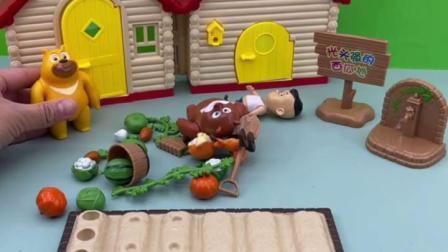 趣味童年:光头强的房子倒了