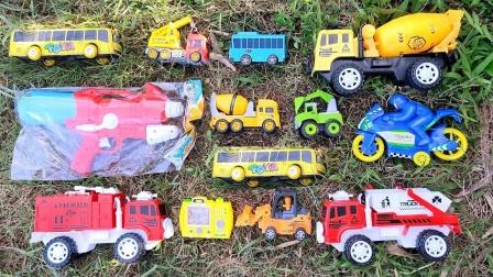 草地里认识搅拌车、挖掘机、铲车等,太有趣了!