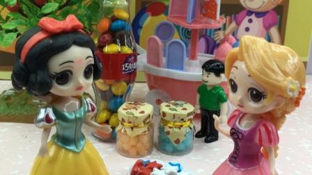商场有很多美味的糖果,白雪长发来买糖了