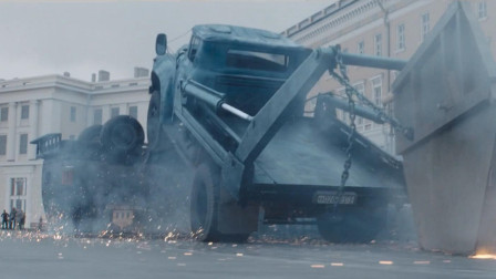 战斗民族是真敢拍,垃圾车竟把红场都给爆破了!2021俄罗斯最新科幻动作大片《格罗姆少校:瘟疫医生》