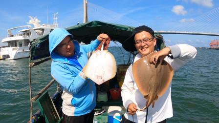 地球哥半年没钓鱼,出海连钓2条剧毒大鱼,这下乐坏了