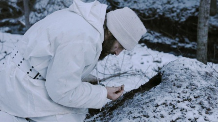 俘虏逃进雪山,吃蚂蚁啃树皮连妇女也不放过