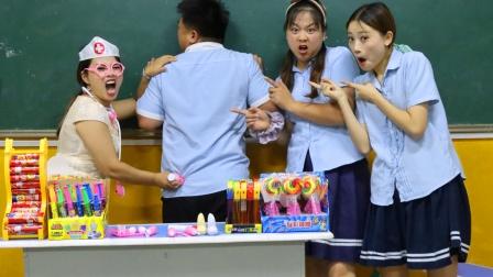 玩过家家,老师竟扮演小医生套路同学们吃药