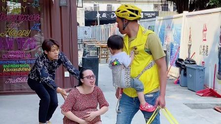 送外卖的路上偶遇前妻,她说想抱抱女儿。