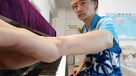 《梭罗河》(即兴演奏:大叔钢琴)《梭罗河》也叫《美丽的梭罗河》是印度尼西亚歌曲,由格桑•马尔托哈尔托诺作于1940年。1957年马来西亚歌手潘秀琼在香港首唱此歌
