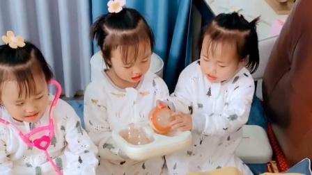 3胞胎真调皮!家里有同款熊孩子吗?