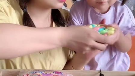 糖果小屋:妈妈和可可抢糖吃啦