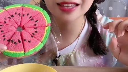 糖果小屋:妈妈背着可可偷偷吃西瓜糖