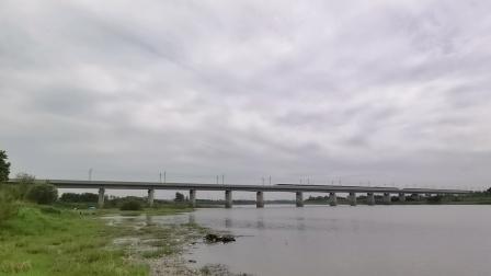 成局成都动车段重联CRH3A执行D352/3次列车(上海虹桥->成都东)通过!(1)
