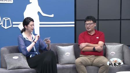 薛明变身美女记者采访首秀,犀利提问逗笑全场