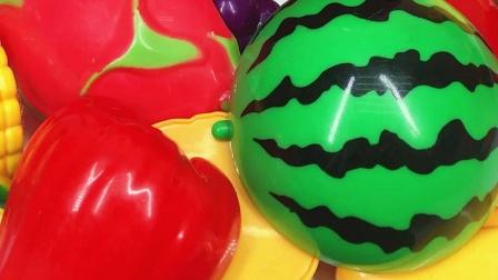 儿童喜欢的水果切切乐玩具 还能找到奥特曼变形玩具哦