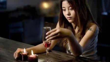坐在这场伤心的酒吧给我再来一杯不回家曾经的誓言你都忘了吗没有你在身边泪如下雨💦