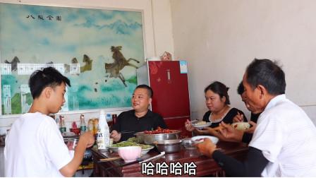 10多斤小龙虾,老爸用秘制酱料爆炒,用铁盆装,特色美食吃不停
