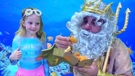 小萝莉拿食物去海底,看她要干什么呀