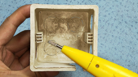 电工知识:墙内线盒耳朵坏了,开关插座根本无法固定,电工师傅轻松解决了
