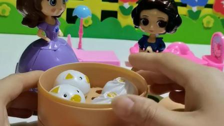 趣味童年:公主们的丰富早餐开始咯
