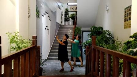 罗大妈与晓玲妹子在枝江《吾家味道》酒店共舞《想你的时候问月亮》!