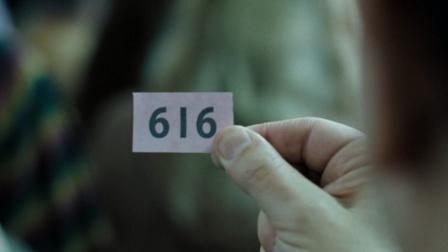 小伙彩票号码616,中奖号码却是919,于是把彩票倒过来拿奖