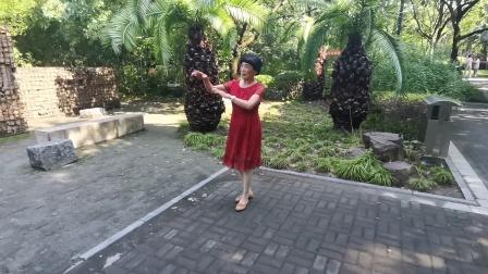 (58)广场舞《我心爱的人儿在新疆》篮球公园练习。徐淡吟老师🌹🌴💄💐