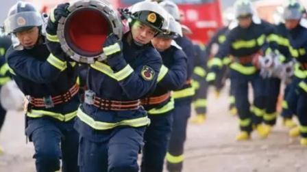消防员因身体原因无法继续救援,返程前哽咽落泪