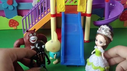 益智玩具:贝儿要自己玩滑滑梯