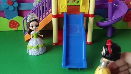 益智玩具:白雪问贝儿今天怎么没有小朋友来玩滑滑梯