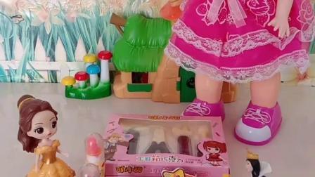 趣味童年:王后要把芭比娃娃和好吃的都送给白雪