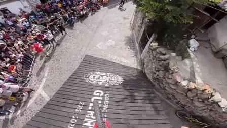 2018年缺牙哥在墨西哥的城市速降。骑着骑着就进房子了,这是怎么做到的?