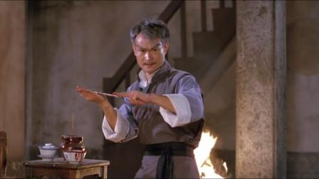 英叔废了魔女的隐身,金钱剑自动追踪,魔女被一剑穿心