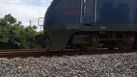 【2021.07.18】济局西段HXD38101牵引货列通过与复兴号会车,感谢司机的友好鸣笛