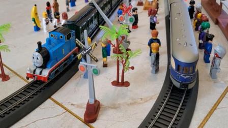 趣味益智玩具 托马斯小火车搭载旅客安全往前行驶