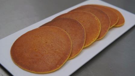 面点师教你:省事省力无油的奶香玉米饼,特别适合早餐吃