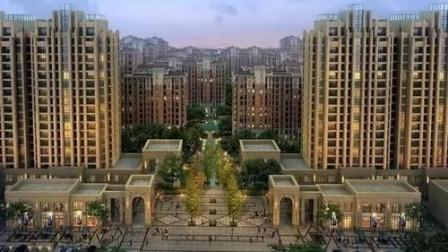 南京某小区志愿者深夜给隔离小区送物资