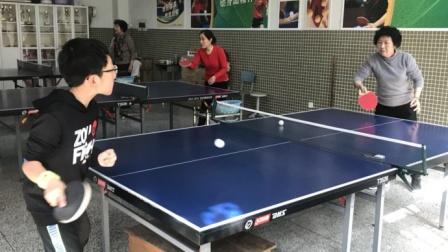 女孩暑假全天练习乒乓球,家里请4个教练轮流指导