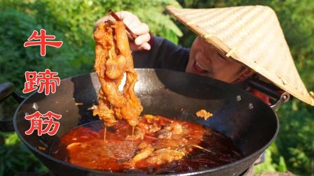 小伙花3小时做一锅辣卤牛蹄筋,先炸后卤,香辣软糯有嚼劲!