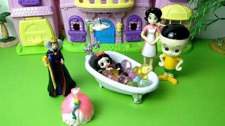 王后抢了大头儿子的珍珠浴