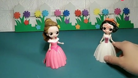 王后将贝儿变漂亮了,白雪知道吗?