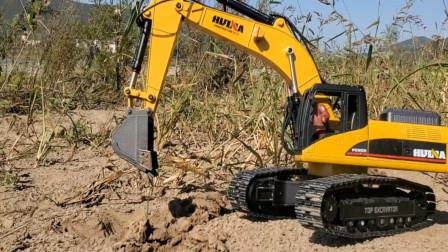 亲子益智玩具车 熊大开挖掘机在野外工作