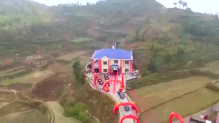 农村一富农民, 给儿子在大山旁修栋别墅结婚, 猜猜女主人是干嘛的