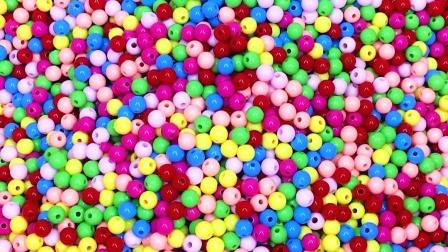 彩色珠珠海洋球里找到奥特曼怪兽变形蛋 变形金刚大作战