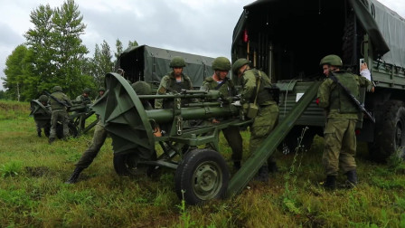 俄罗斯乌里扬诺夫斯克空降突击编队演练(3432)