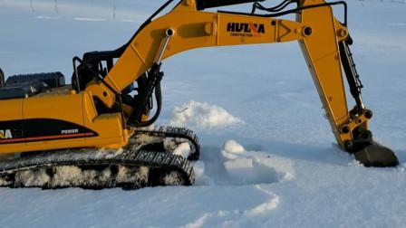 趣味益智玩具 汪汪队成员在雪地里开挖掘机模拟工作